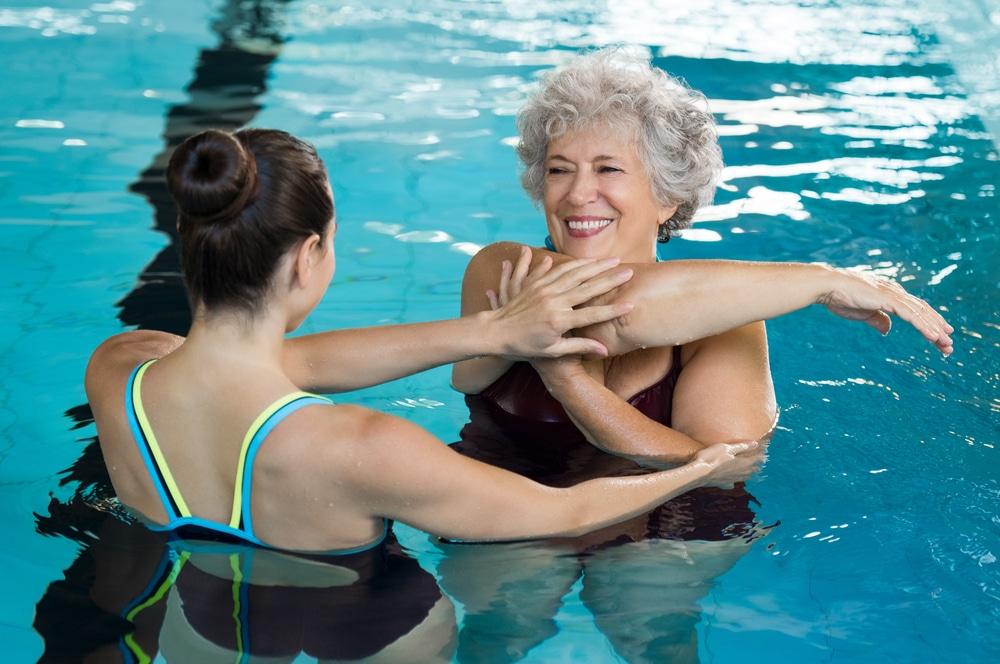Как правильно плавать в бассейне позвоночника при грыже позвоночника?