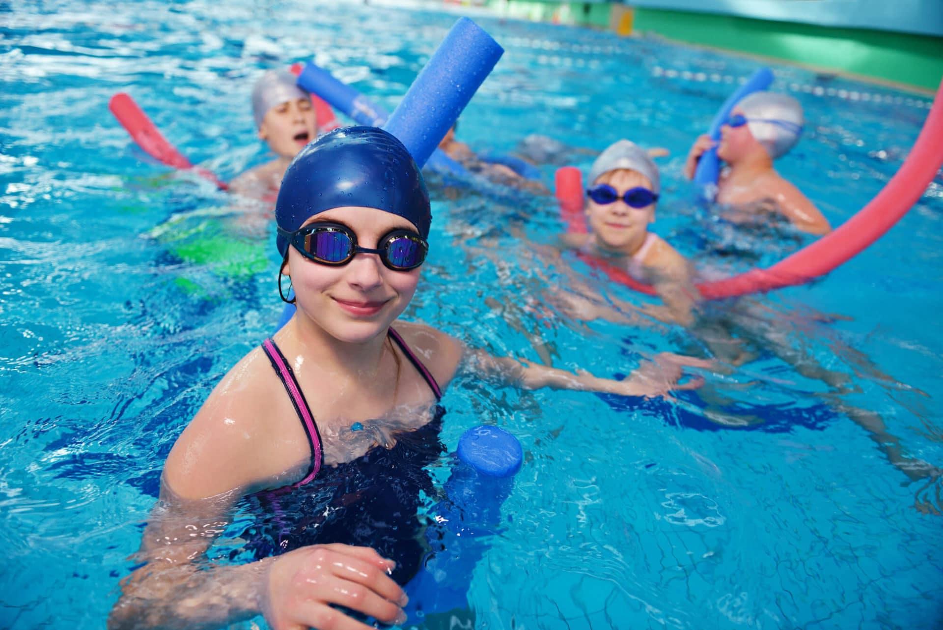 Польза и вред плавания для здоровья женщин, мужчин и детей, отзывы