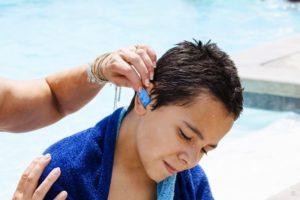 Первая помощь при попадании воды в ухо